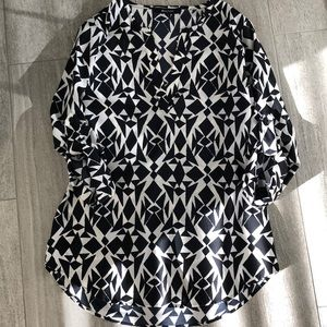Geometrical blouse with 3/4 sleeve w/button